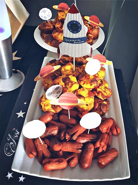 Η Ασημίνα σήμερα εκτός από πολλές και μαζεμένες συνταγές για μπουφέ πάρτι σε ταξιδεύει σε αστερισμούς και πλανήτες... Πως; Μα φυσικά μας προσκάλεσε σε πάρτι!