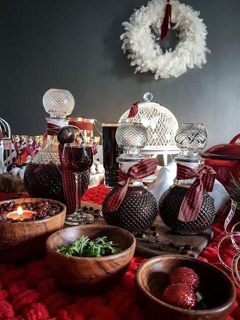 Μπήκε ο Δεκέμβρης και η Ασημίνα μας μας προτείνει δυο πανεύκολες συνταγές για να φτιάξετε δύο πεντανόστιμα λικέρ για τις γιορτές που έρχονται! Γεμίστε τις καράφες σας με λικέρ κι αγάπη και κεράστε τους αγαπημένους σας!!!
